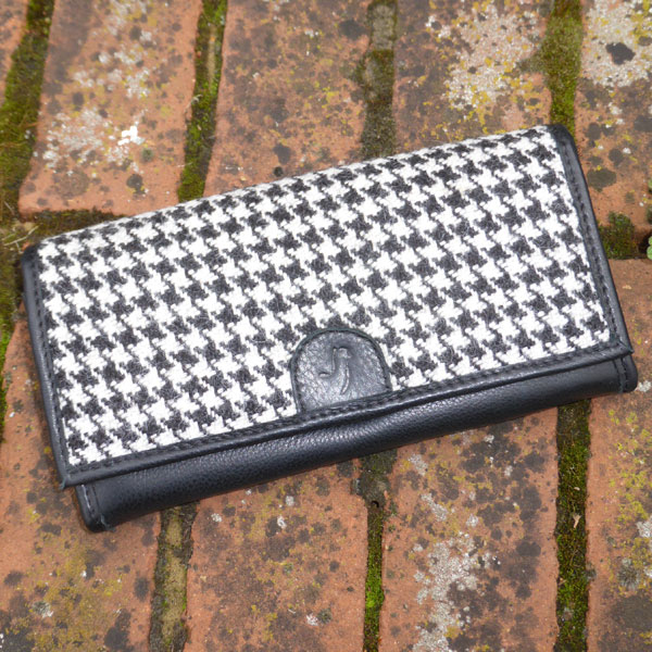 Alpaca purse in black & white dog tooth with black leather
